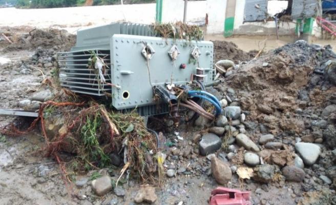 Artvin ve Rize'de 'sel' nedeniyle 3 bin abone elektriksiz kaldı