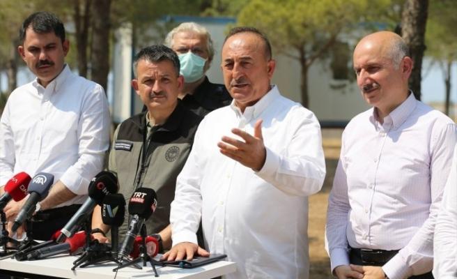 Bakan Çavuşoğlu: Yangın 3 noktada sürüyor