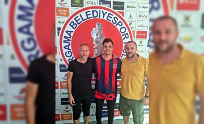 Bergama Belediyespor Burak ve Sait'le imzaladı