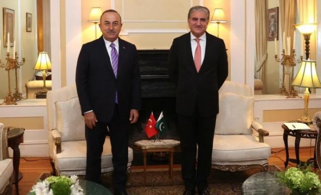 Bakan Çavuşoğlu, Pakistan Dışişleri Bakanı ile görüştü