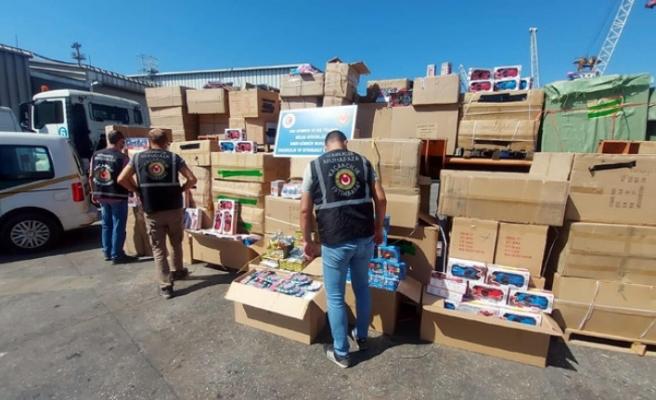 İzmir'de gümrük kaçağı 10 bin 330 oyuncak ele geçirildi