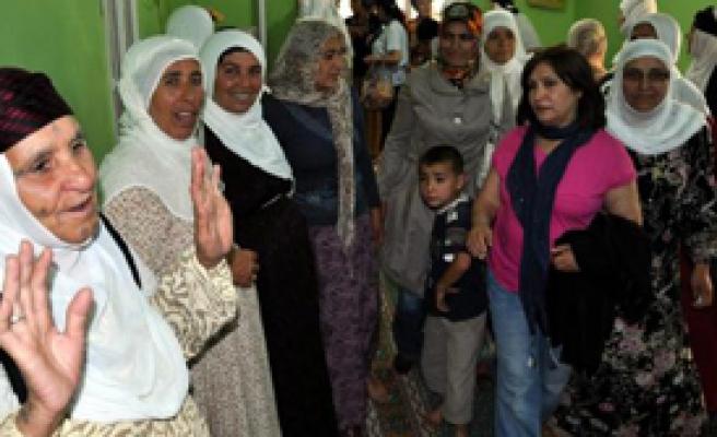 Selvi Kılıçdaroğlu Mardin'de Köylü Kadınları Ziyaret Etti