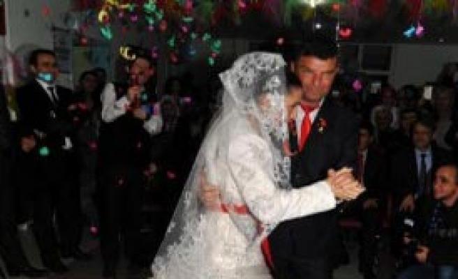Diyalize Girerken Tanıştılar, Hastanede Evlendiler