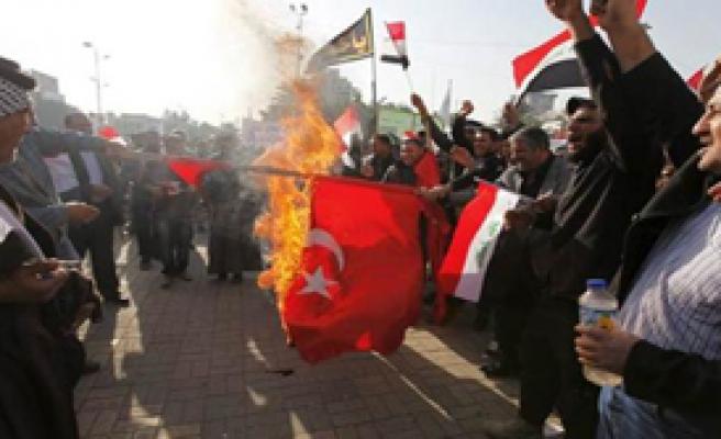Irak'ta Bayrağımıza Çirkin Saldırı