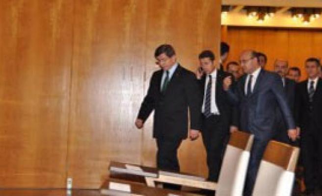 Davutoğlu 9 Bakanla Atina'ya Gitti