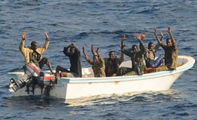 İran, ABD Gemisini Korsanlardan Kurtardı