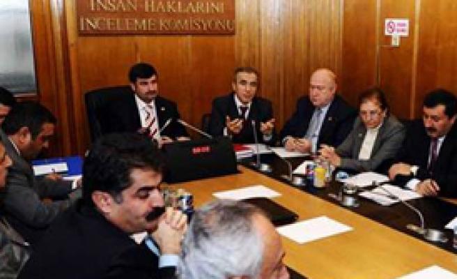 CHP'liler İnsan Hakları Komisyonu'nu Terk Etti
