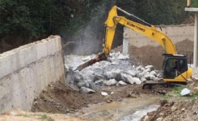 Rize'de Tartışmalı Duvar İçin Yıkım Kararı