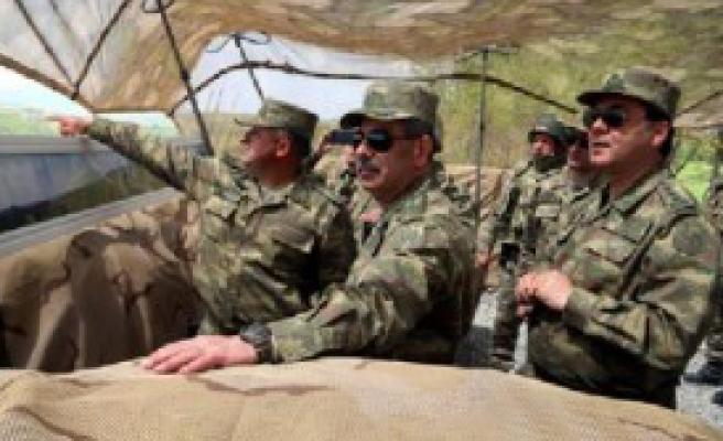 Savunma Bakanı Sınır Hattında