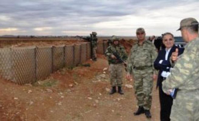 Suriye Sınırında İnceleme Yaptı
