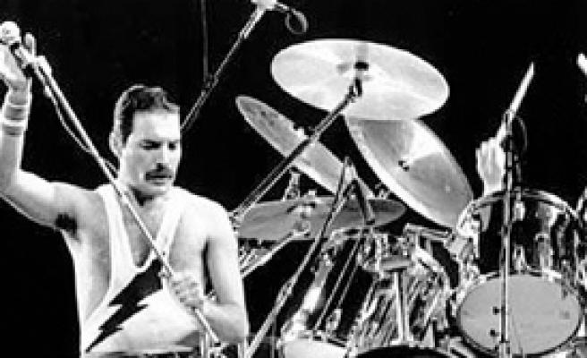 Freddie Mercury Queen'le Sahneye Çıkıyor