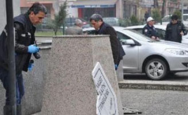 Atatürk Büstüne Balyozla Saldırı!