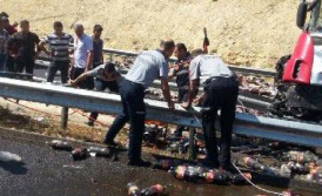 Meşrubat Taşıyan TIR Kaza Yaptı: 1 Yaralı
