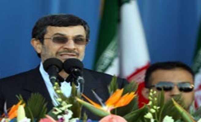 Ahmedinejad'a Mektup Yağdırdılar