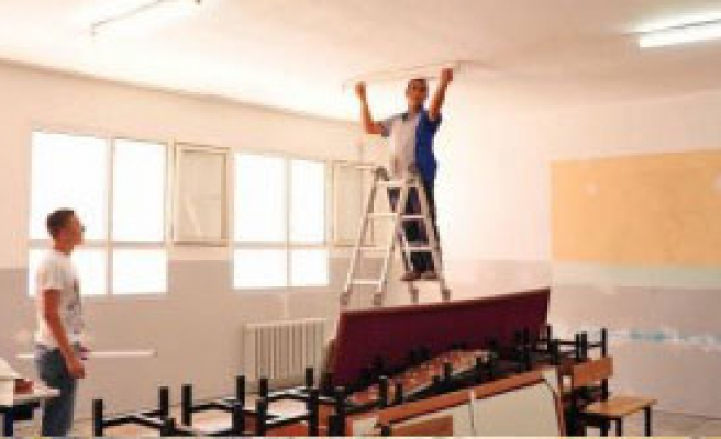 Balçova'da Okul Yardımına Devam