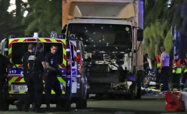 Dünya Fransa'daki Terör Saldırısına Karşı Ayağa Kalktı