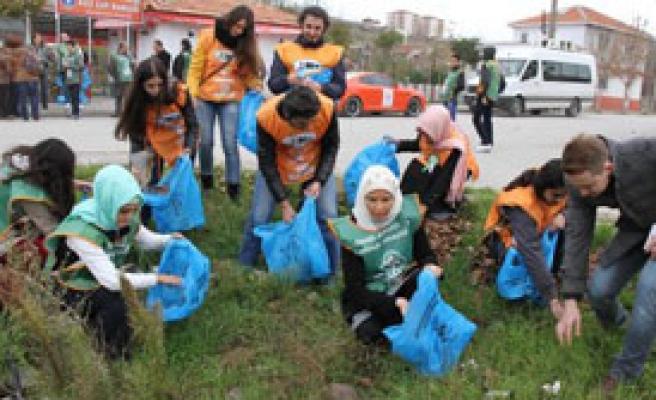 Rallici Çetinkaya Balıkesir'de Çöp Topladı