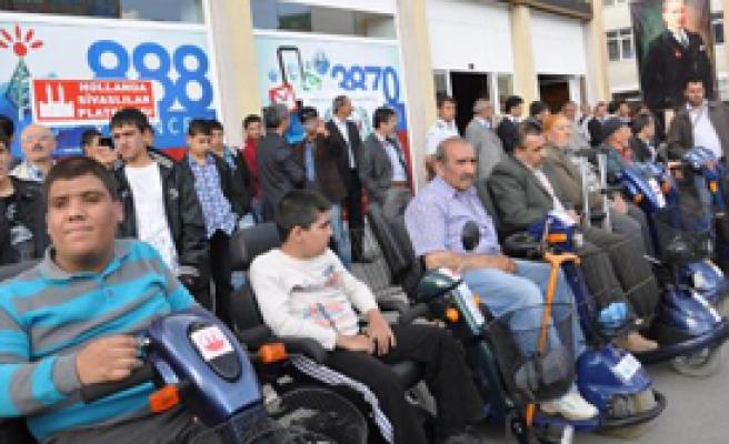 Sivas'ta Engellilere Akülü Araç ve Sandalye Hediye Edildi