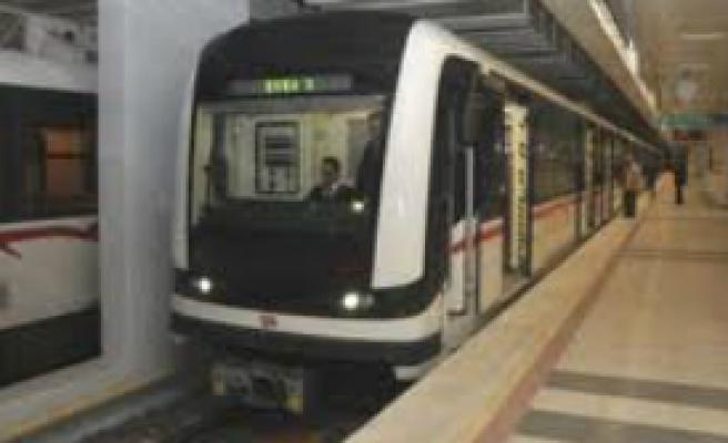 Metro iki istasyon uzadı