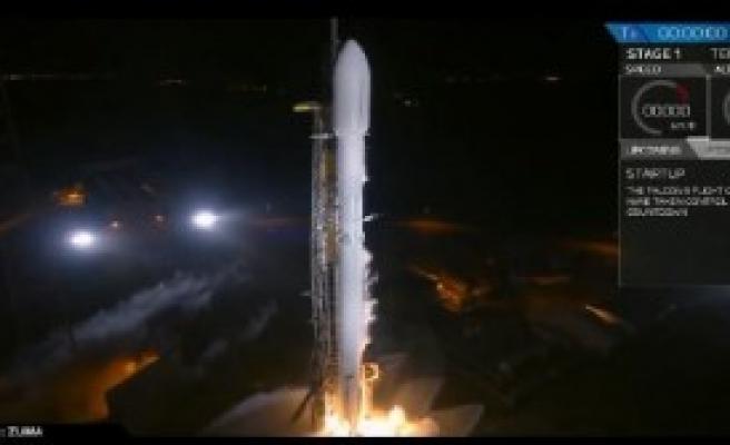 'Uzaya Gönderdiği Uydu Kayboldu'