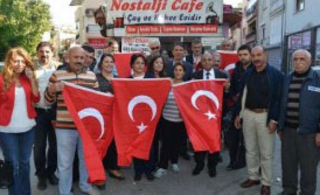 Başkan Arslan Bayrak Dağıttı