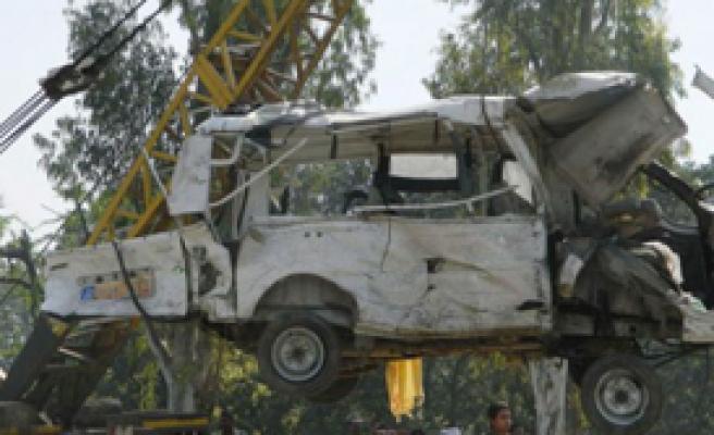 Hindistan'da Otobüs Kazası: 26 Ölü