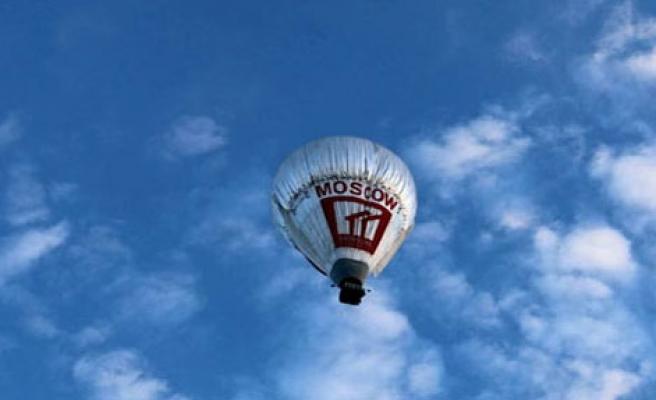 Balonla Dünyayı Geziyor