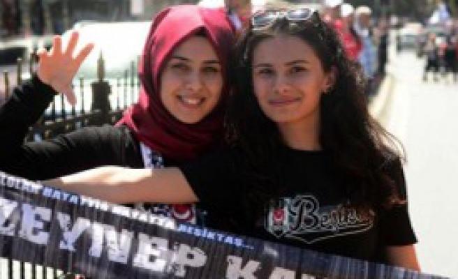 Beşiktaş Taraftarlarından Erken Şampiyonluk Kutlaması