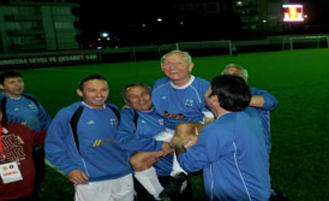 Çiğli'de Nostalji Turnuvası Başladı