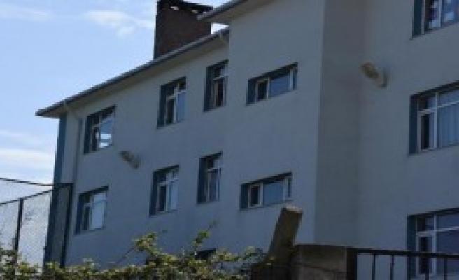 Pencereden Düşen Öğrenci Ağır Yaralandı