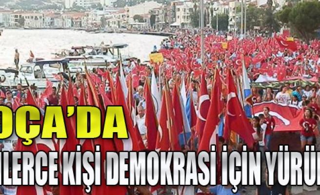 Foça'da Demokrasi İçin Binler Yürüdü