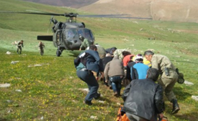 Yaralı Turisti Mehmetçik Kurtardı
