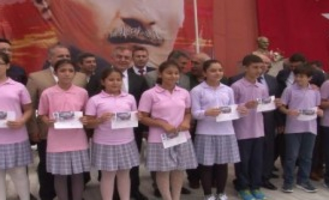 45 Bin Öğrenciye Kırtasiye Çekleri Dağıtıldı