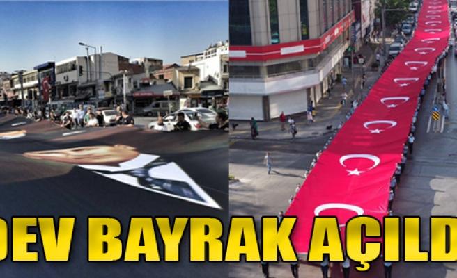 İzmir'de 9 Eylül Coşkusu… Dev Bayrak Açıldı