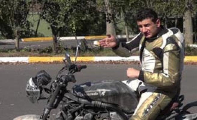 'Altın Elbiseli Adam' Hayatını Kaybetti
