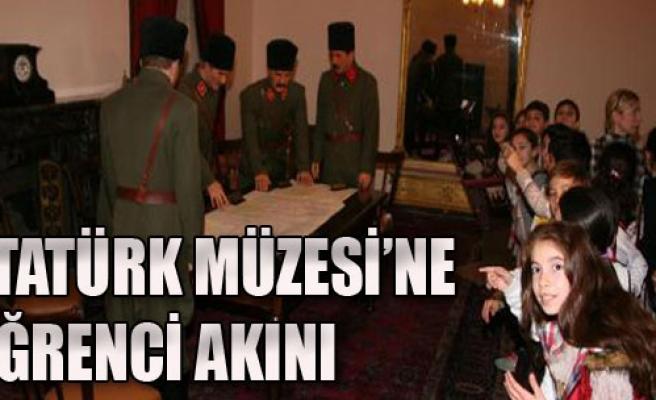 Atatürk Müzesi'ne Öğrenci Akını