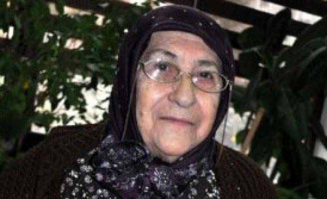 85 Yaşında İlk Şiir Kitabını Çıkarttı