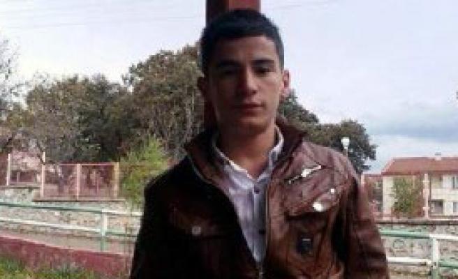16 Yaşındaki Sürücü Kaza Yaptı: 1 Ölü, 2 Yaralı