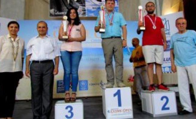 Satrancın Şampiyonlarına Ödülleri Verildi