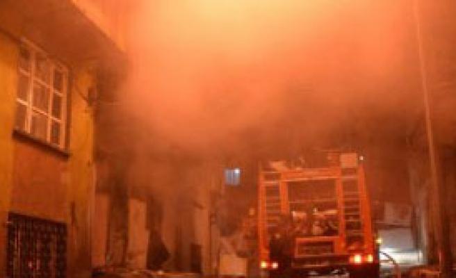 Tinercilerin Kaldığı Bina Yandı