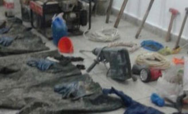 Gaz Maskeli Definecilere Suçüstü