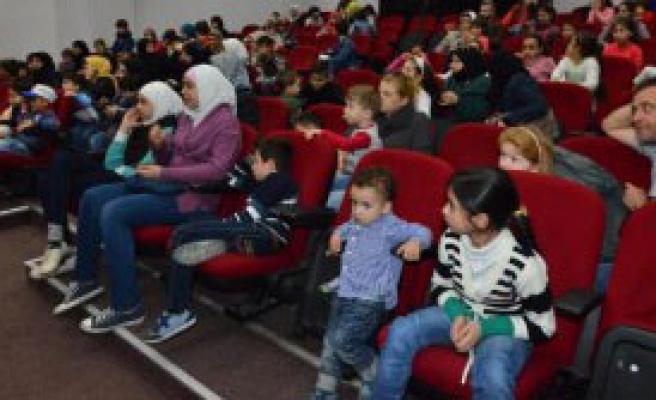 Suriyeli Çocuklar Karagözle Tanıştı