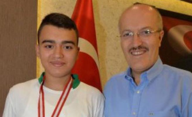 Genç Sporculara Başkan Desteği