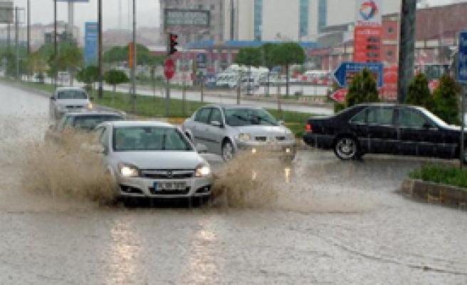Yozgat Şiddetli Yağmura Teslim
