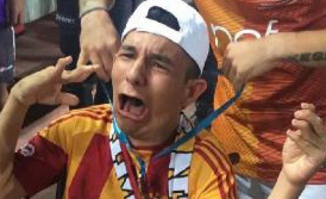 Sneijder'den Anlamlı Hareket