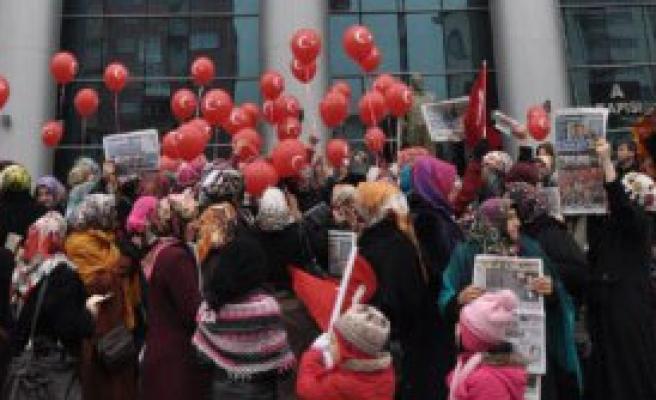 Adliye Önünde Balonlu Protesto