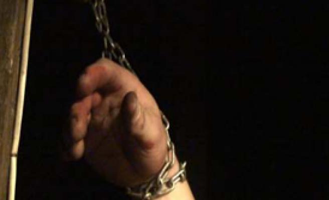 """Çin''de Hırsızlık Yapan Gence """"Çin İşkencesi"""