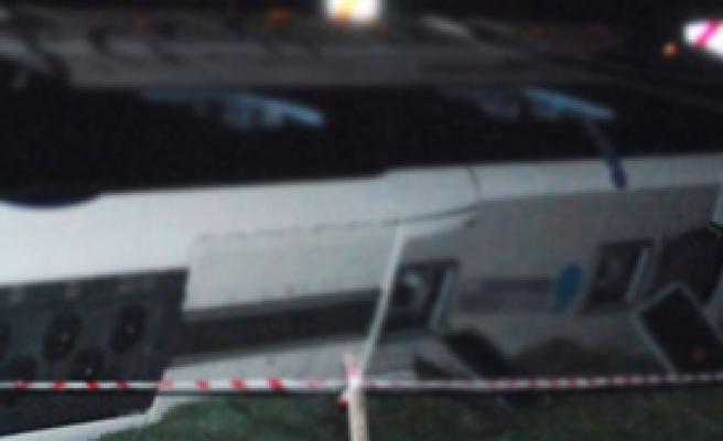 Minibüs Devrildi: 3 Ölü