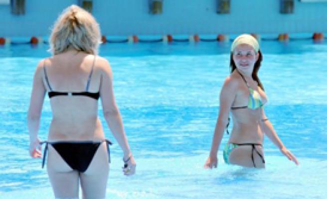 Sıcağı Gören Havuza Koştu
