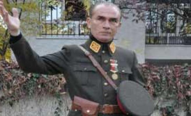 Atatürk'ün Benzerine Yoğun İlgi